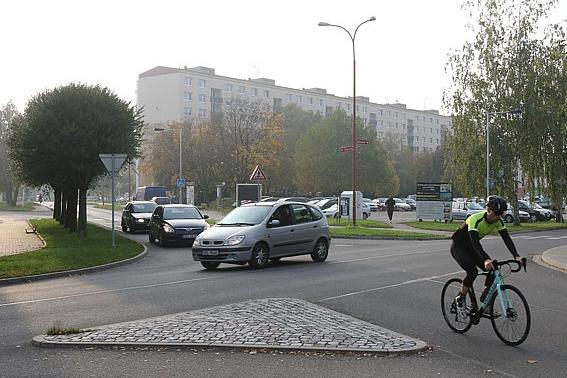 Odbourá divoké parkování ve Štěpnicích jednosměrka?