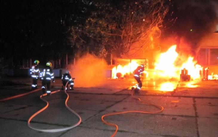 Broďany probudily výbuchy, stolárna skončila v plamenech