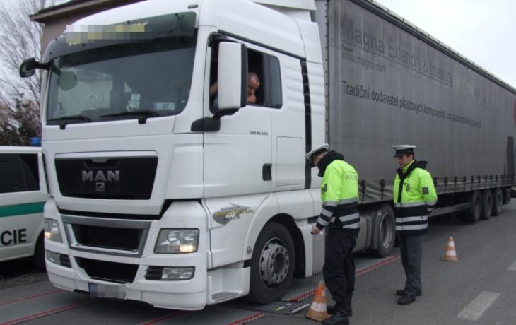 Ve Starém Hrozenkově se kamiony vážit nepřestanou