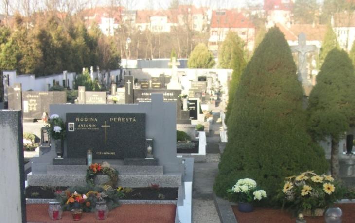 Hřbitov v Újezdci mění vzhled