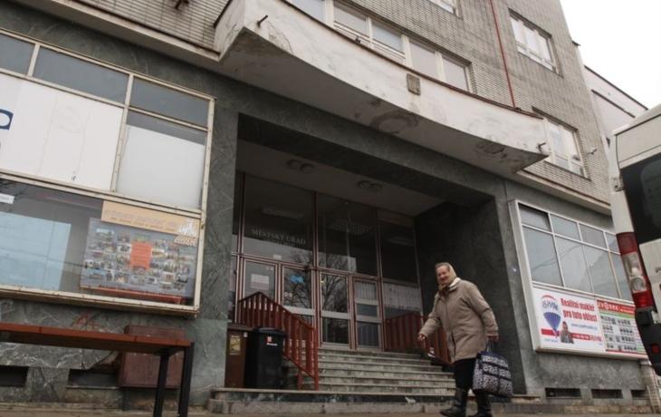 Úřad opustí Kachlíkárnu. Opozice kritizuje azyl v Panském domě