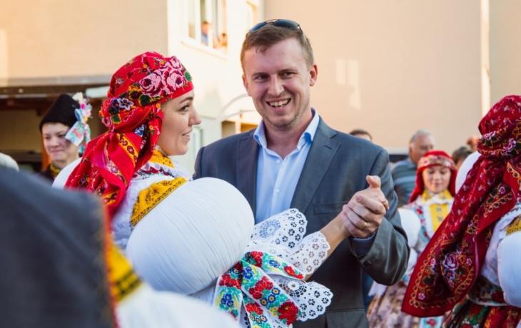 Kněžpolskou chasu podpořili ženáči i krojované děti
