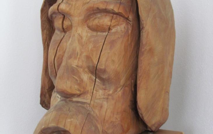 Originál hlavy poutníka, symbolu Blatničky, je na úřadě