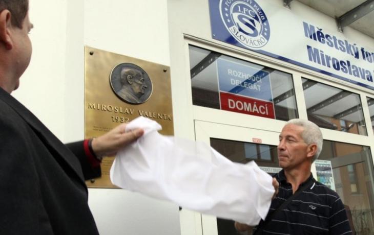 Zakladatel klubu má na stadionu pamětní desku