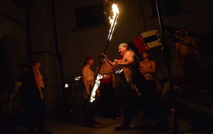 Kulaté výročí ozářila ohnivá show