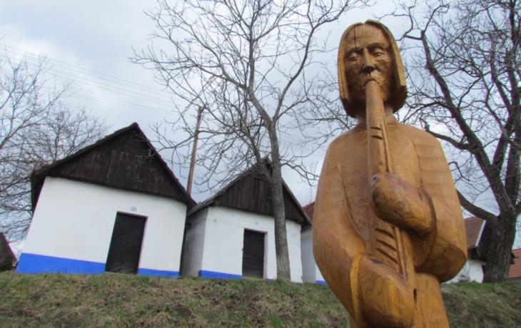 U vinohradů vyhrávají dřevění muzikanti