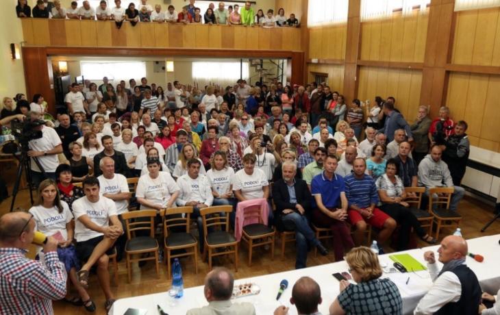 Kauza Podolí: Lidé napadnou odvolání starostky a místostarostky u ministerstva!