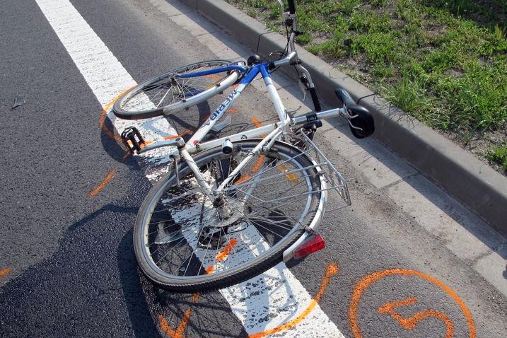 Opilý řidič BMW srazil penzistu na kole. Zemřel na místě