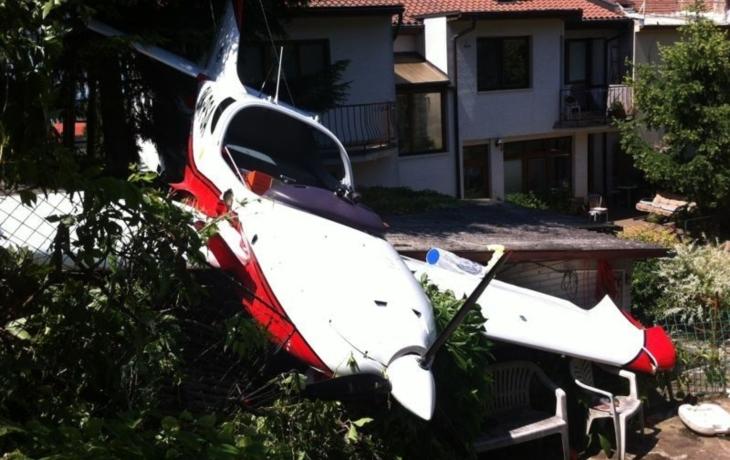 Letadlo se zabořilo přímo do zahrady rodinného domu