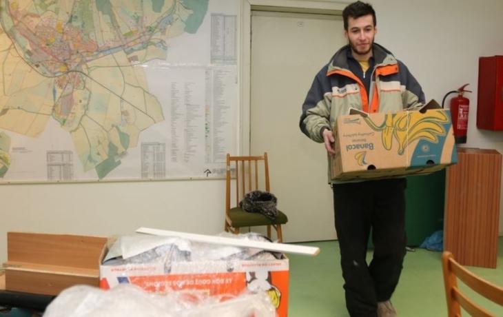 Úředníci se stěhují do Panského domu, v azylu stráví rok