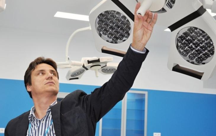 Pacienti i lékaři utrpí v novém chirurgickém pavilonu šok
