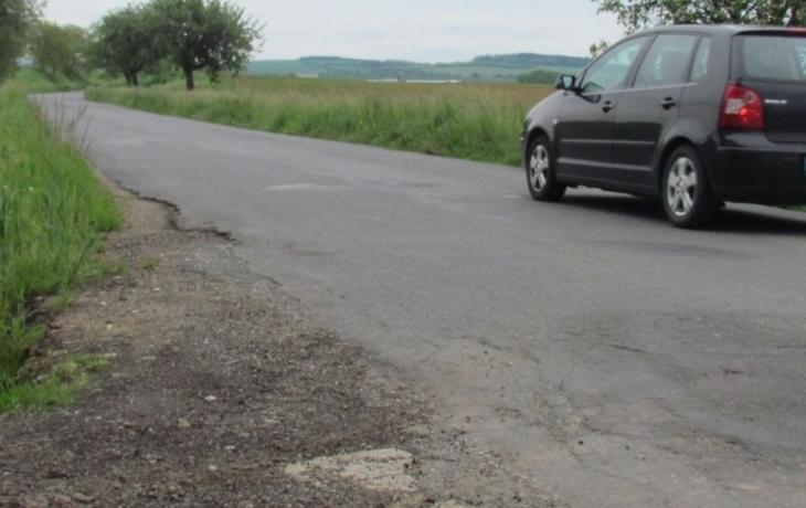 Silnice hrůzy čekají opravy, koberec má vydržet 10 let