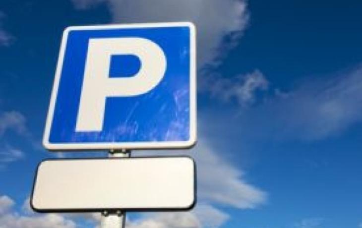 Zpoplatněné centrum Brodu je bez aut. Řidiči obsazují okrajové ulice