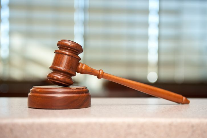 Otce, který ubodal tříletou dceru, čeká v pondělí soud