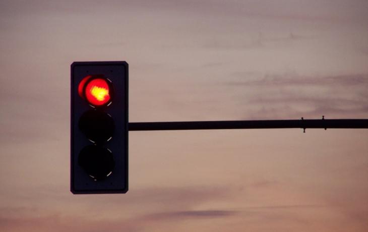 Chodcům vytrhne trn z paty semafor