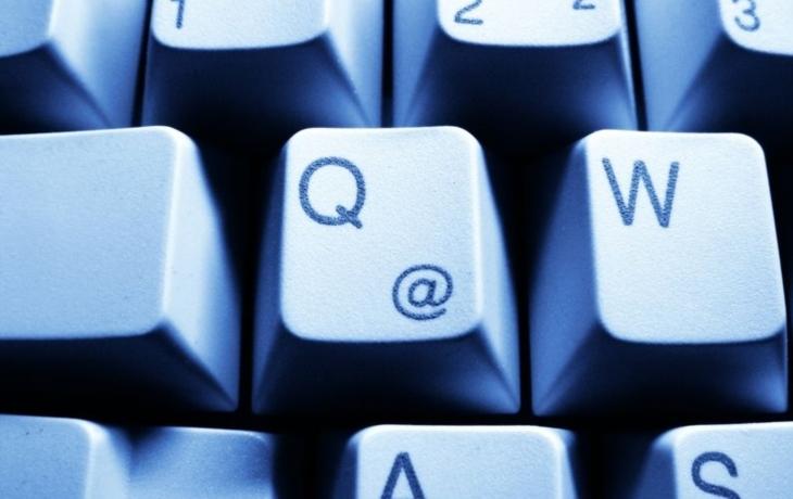 Šmejdů neubývá, na zákazníky útočí i na webu