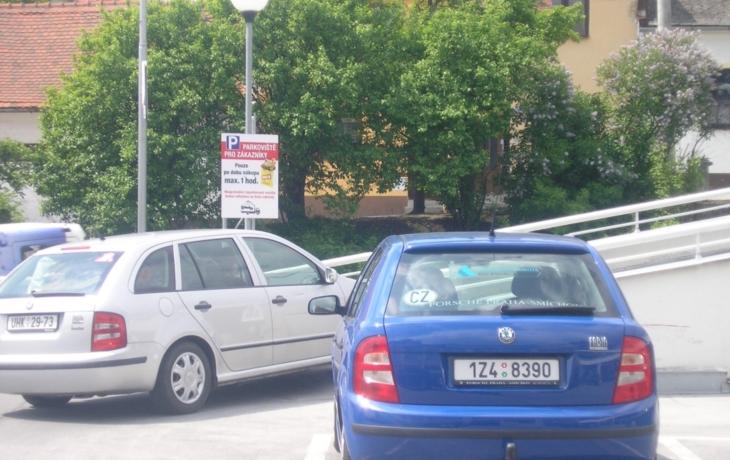 Parkování jen k nákupům