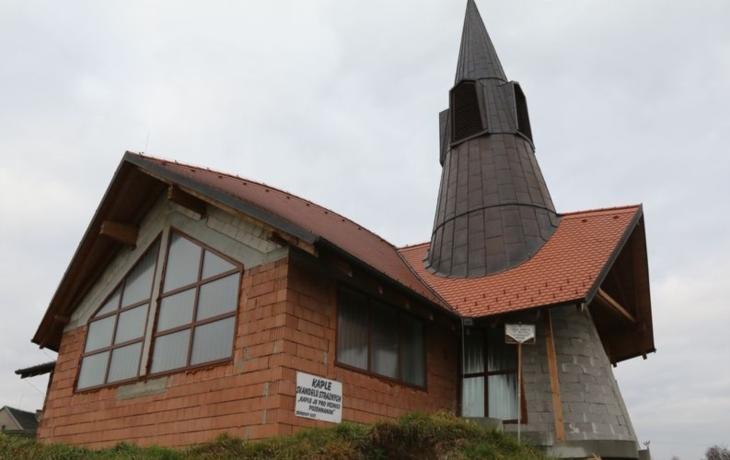 Chtěli stavět kapli, ale chyběl jim projekt na elektřinu