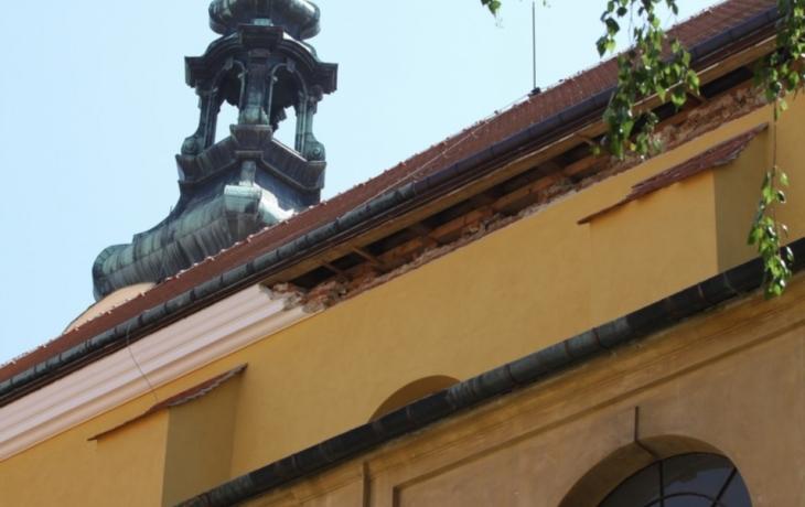 Římsu kostela zaplatí věřící
