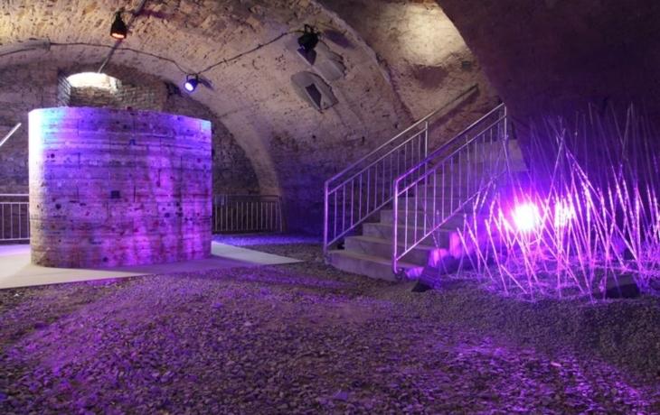 Podzemí radnice má nasvítit efektní UV světlo