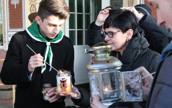 Betlémské světlo rozvezou po Brodsku skauti i radní