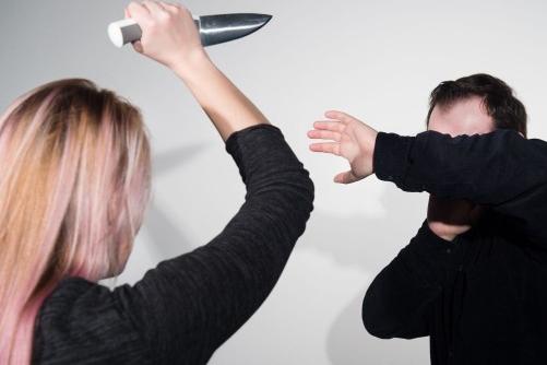 Pokus o vraždu v Pitíně! Žena vzala nůž a namířila muži na hrudník