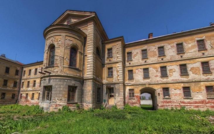 VÍME PRVNÍ: Do bývalé komunistické věznice se po rekonstrukci přestěhuje i okresní soud!