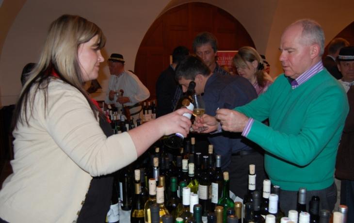 Charita pořádala degustaci vín