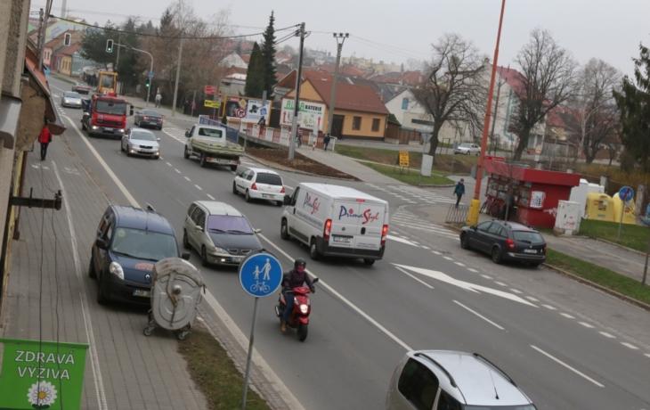 Radnice bojuje o návrat čtyř pruhů, prskají řidiči i podnikatelé