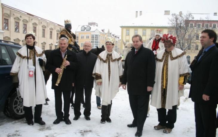 Tři králové na koních se bořili do sněhu