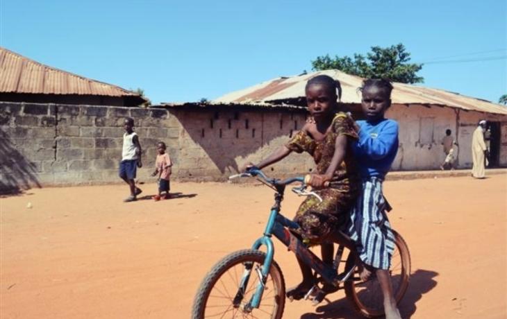 Kola z Modré odletěla do afrického Banjulu