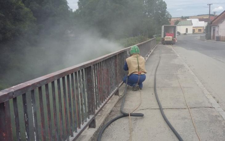 První most je v opravě, další na ni čeká