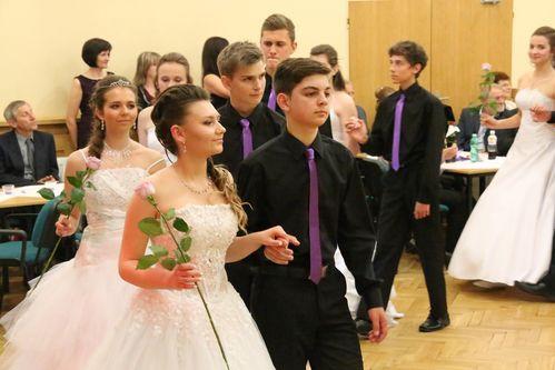 Přijatí deváťáci tancovali polonézu