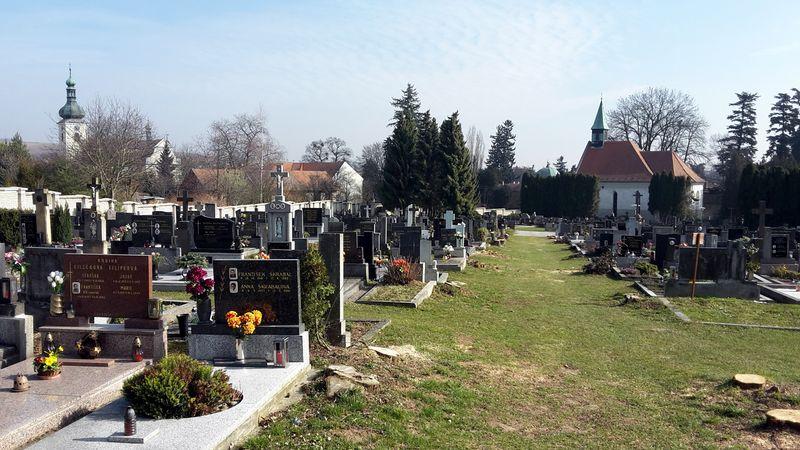 Pod Buchlovem pokračují v obnově hřbitova