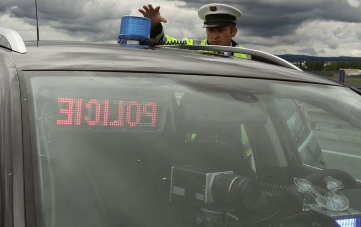 Policie chytila řidiče za volantem auta i traktoru. Pětkrát!