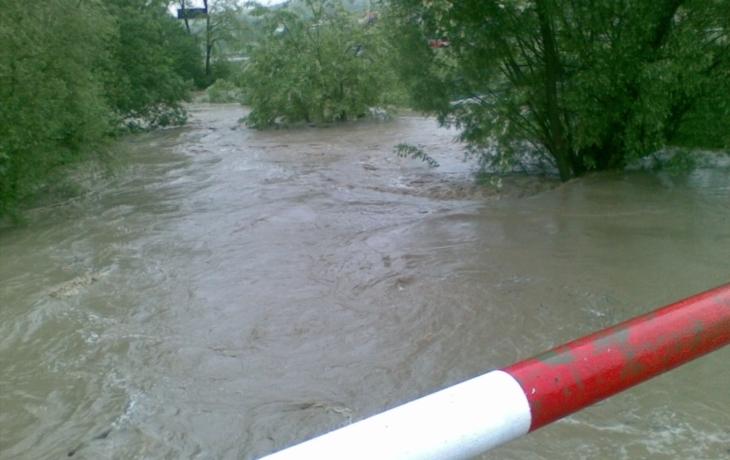 Stoupající hladiny řek ohrožují obyvatele