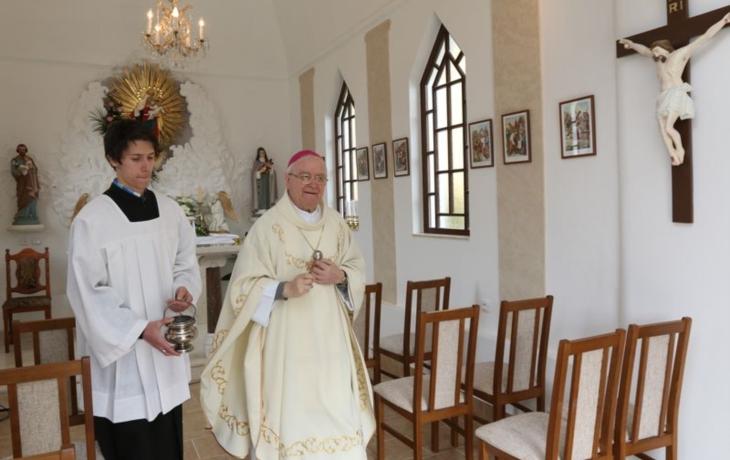 Kaple je jako nová, požehnal jí biskup Hrdlička