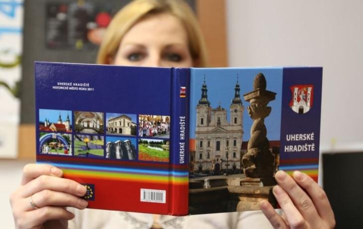 Uherské Hradiště vydalo knihu do batůžku
