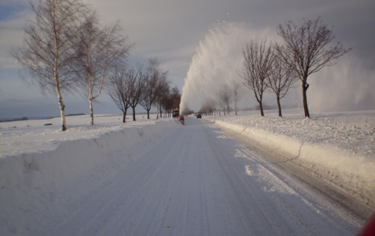 Zima kraluje, silničářům dochází posyp