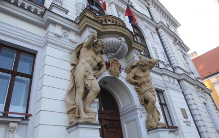 Radnice v Uherském Hradišti trpí, obnova přijde na 10 milionů