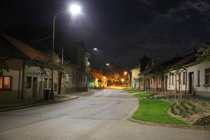 Bojkovice nasvěcují ulici LED žárovkami. Zatím na zkoušku