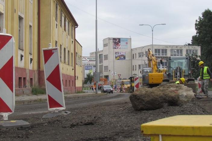 Další dopravní omezení v Brodě: v opravě je cesta k nádraží