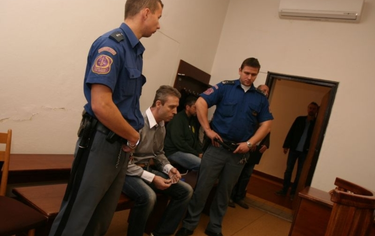 Soud rozsudek nad parašutistou ještě nevynesl