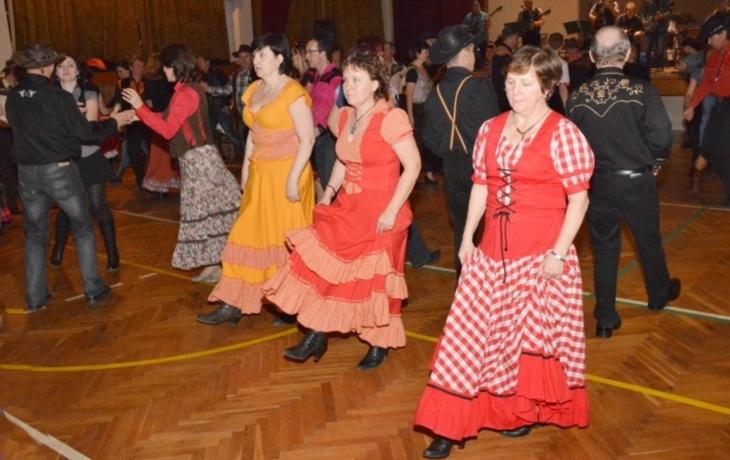 Při tanci se bavil každý