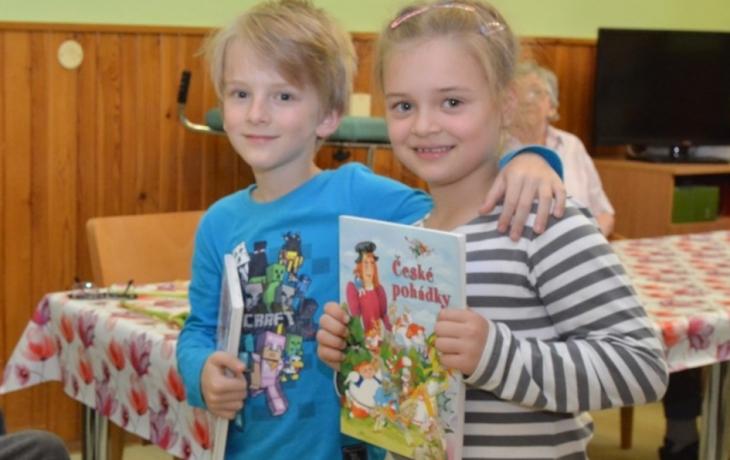 Sedmiletí školáci jsou nejmladšími dobrovolníky, pacientům čtou pohádky