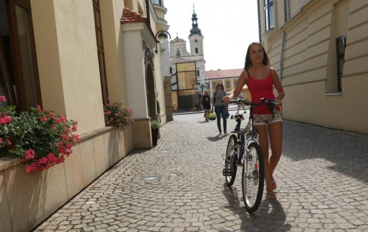 Cyklisté dostali v centru zelenou, ale většinou o tom neví