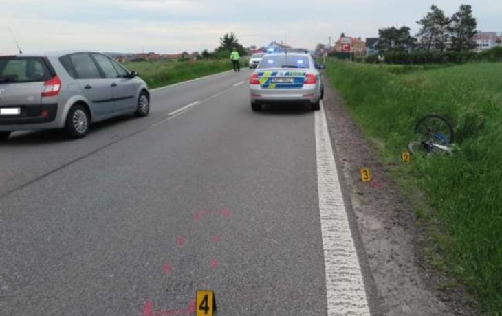 Nehoda s nejasným pozadím: Cyklista spadl u Huštěnovic do příkopu. Nebyli jste u toho?