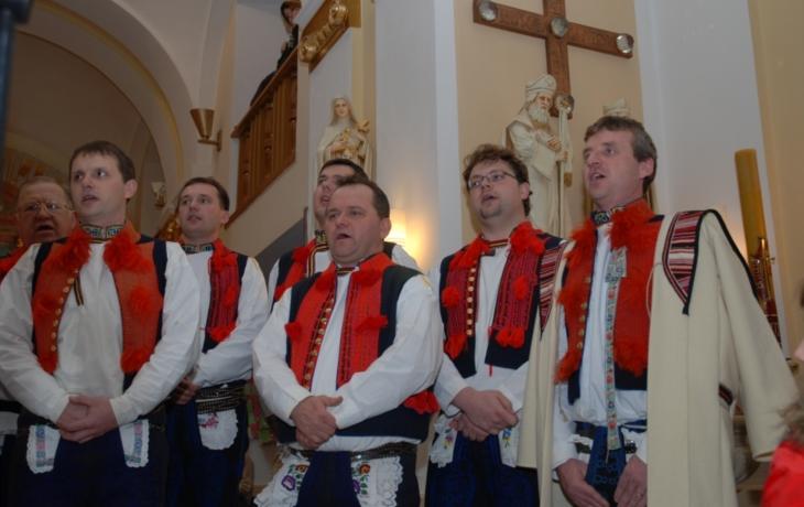 Za koncertem do kostela