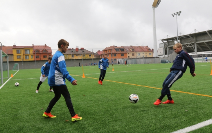 Koberec III. generace ochrání klouby malých fotbalistů