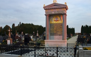 Hroby a hrobky…